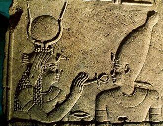 Nechbet daruieste viata faraonului