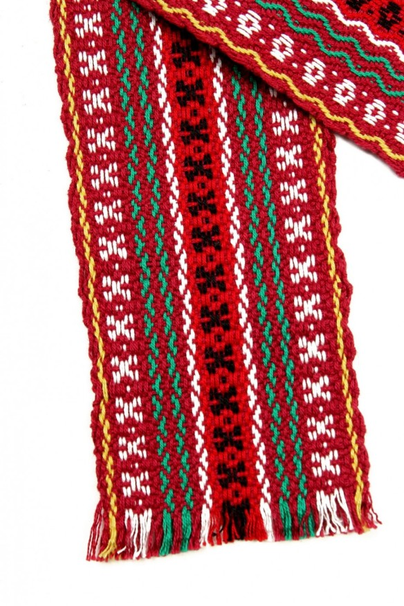 brau-traditional-tesut-multicolor-visiniu-02-933x1400
